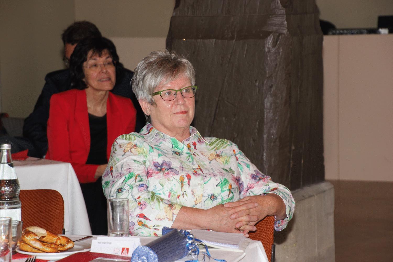 Foto: Adina Möller Bild 1 von 1 Heidi Scharf kann sich entspannt zurücklehnen. Seit 2002 war sie erste Bevollmächtigte der IG Metall in Schwäbisch Hall. Jetzt ist sie im Ruhestand.